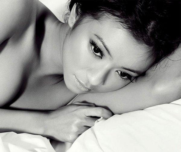black and white 18 Black & White Beautiful Ladies