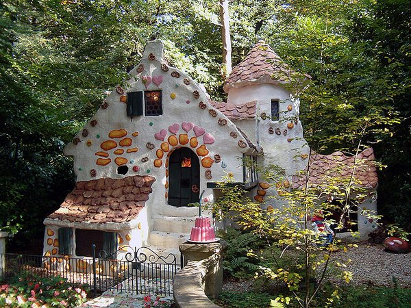 fairytales houses 04 Beautiful Fairy Tales House Designs