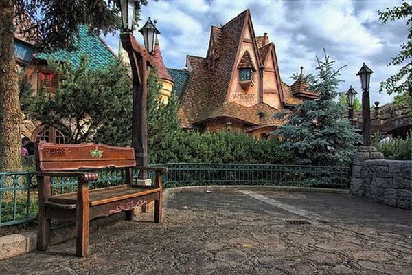 fairytales houses 09 Beautiful Fairy Tales House Designs