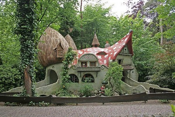 fairytales houses 11 Beautiful Fairy Tales House Designs