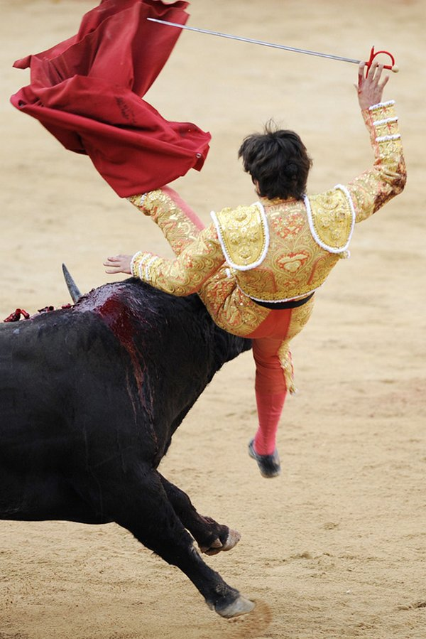 matador spain 04 Dramatic Moments When Matadors Get Gored by a Bull