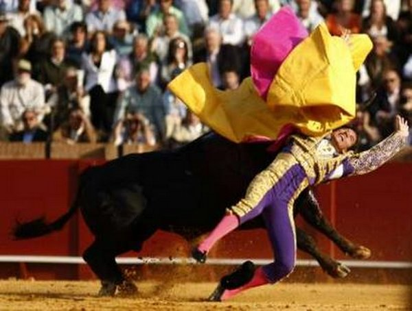 matador spain 08 Dramatic Moments When Matadors Get Gored by a Bull
