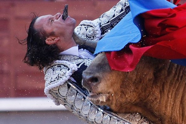 matador spain 15 Dramatic Moments When Matadors Get Gored by a Bull