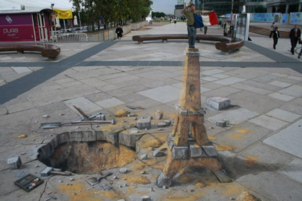 sidewalk artist 33 Extraordinary 3D Sidewalk Art Photos
