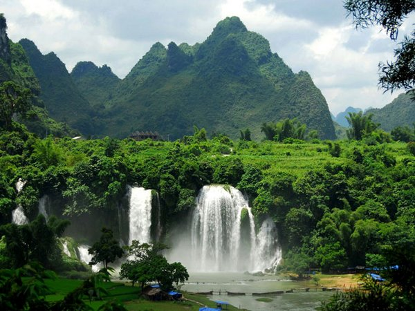 waterfall 12 Amazing Photos of Most Beautiful Waterfalls in The World
