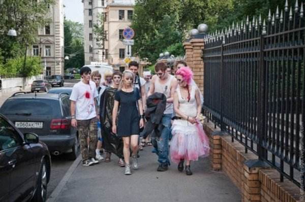 zombie 12 Zombie Wedding