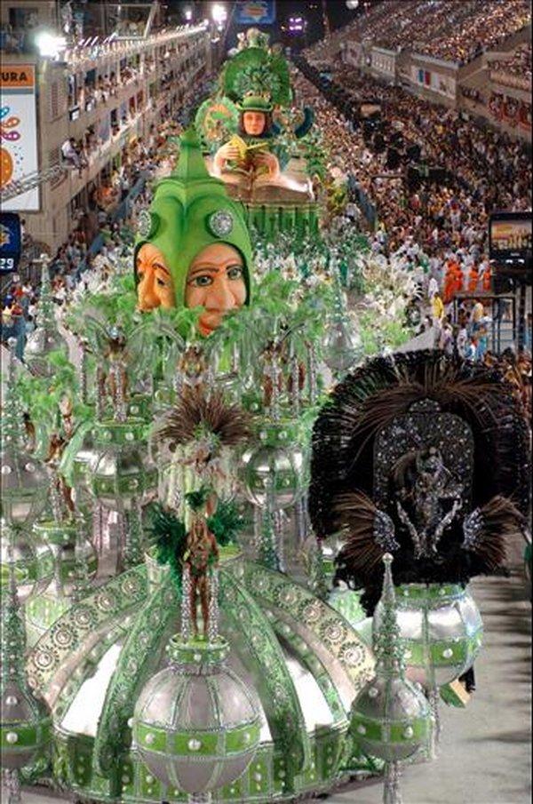 carnival rio de janeiro 08 Brazils Carnival Madness