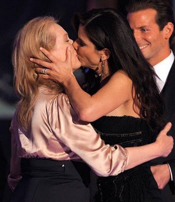 scandal kisses 19 Scandal Celebrities Kisses