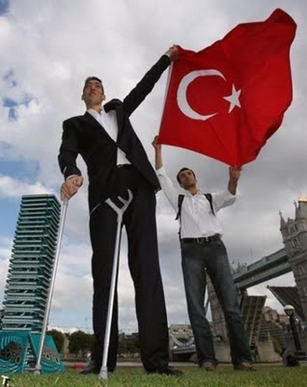 tallest man 04 Meet Sultan Kosen From Turkey   The Worlds Tallest Man 81(2.47 meter)