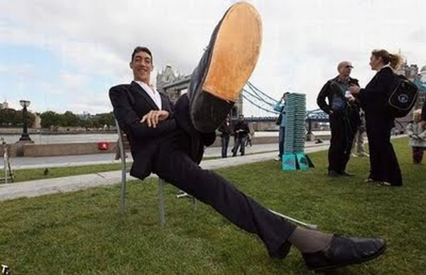 tallest man 13 Meet Sultan Kosen From Turkey   The Worlds Tallest Man 81(2.47 meter)