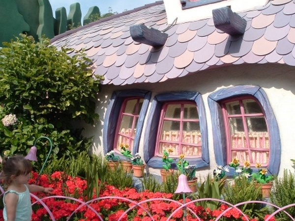 real house inspired by cartoons 05 10 Amazing Houses Inspired By Favorite Cartoons