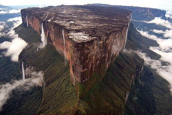 mount roraima venezuela 15 Mount Roraima: An Island Forgotten by Time