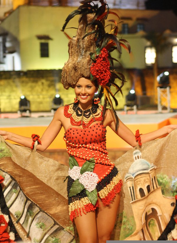 traditional costume competition 04 Traditional Gushing And Funny Costume Competition in Colombia