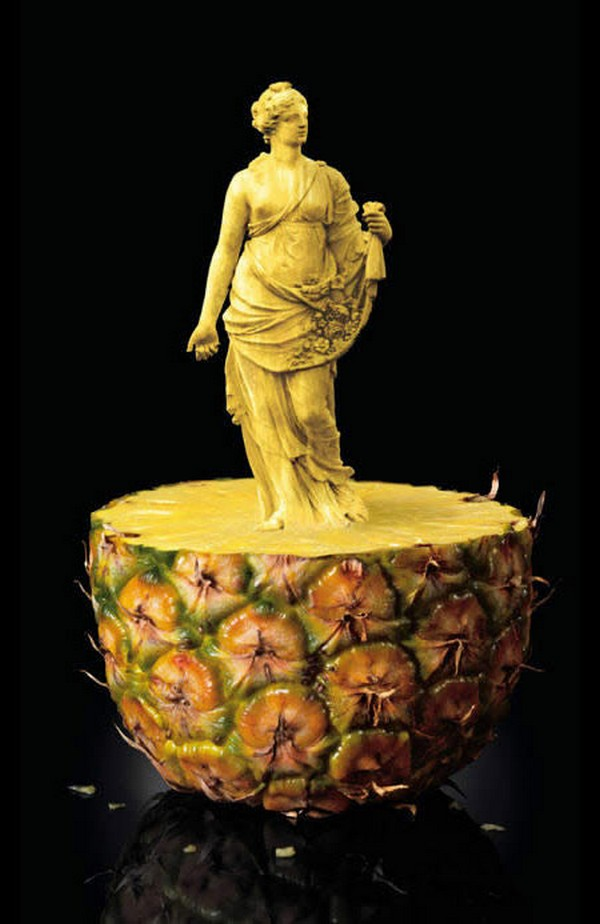 amazing fruit 08 10 Amazing Edible Sculptures Carved In Fruit