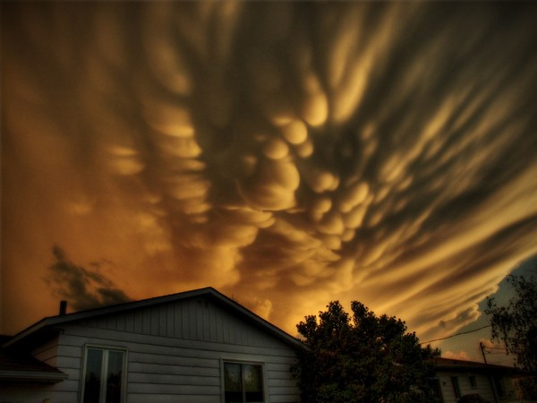 insane cloud formations from around the world 01 Top 10 Insane Cloud Formations From Around The World