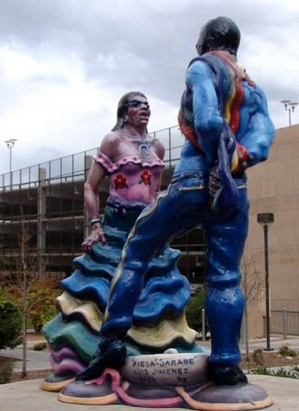 strangest statues in the world 02 Top 10 Weirdest Statues Ever Found