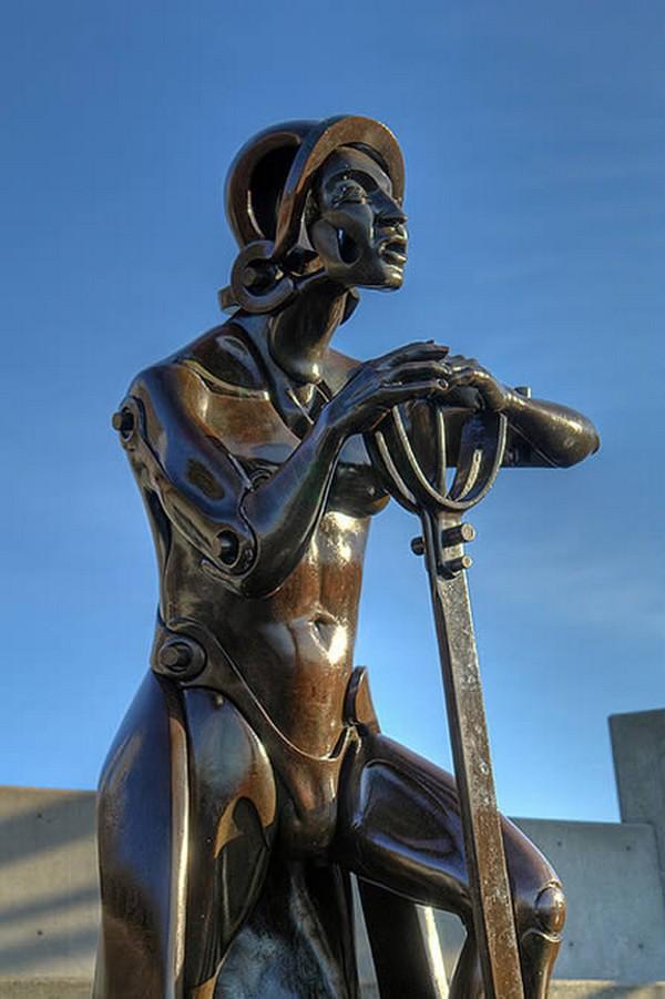 strangest statues in the world 04 Top 10 Weirdest Statues Ever Found