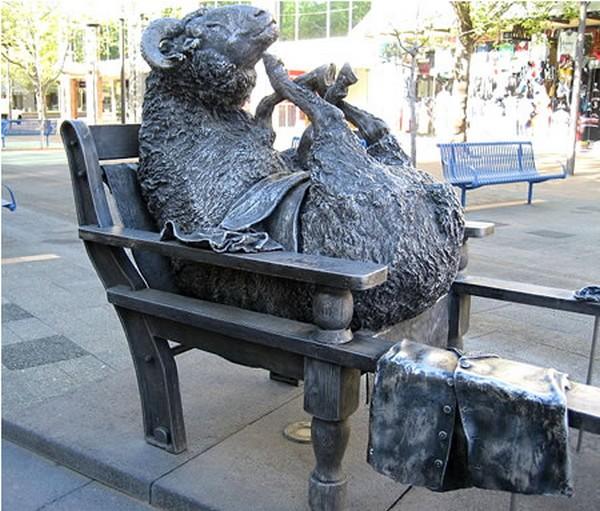 strangest statues in the world 07 Top 10 Weirdest Statues Ever Found