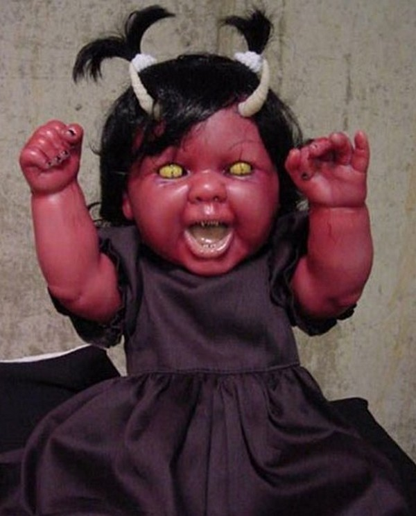 horror baby dolls 01 Want To Get Scared By a Doll? Check Out These 7 Horror Dolls