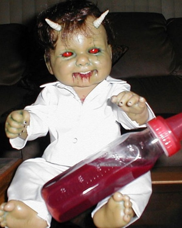 horror baby dolls 03 Want To Get Scared By a Doll? Check Out These 7 Horror Dolls