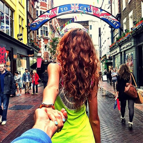 photographer follows his grrlfriend around the world 07 Photographer Follows His Girlfriend Around The World