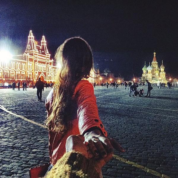 photographer follows his grrlfriend around the world 08 Photographer Follows His Girlfriend Around The World