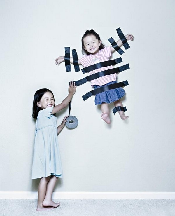creative dad takes crazy photos of daughters 01 Creative Dad Takes Crazy Photos Of Daughters