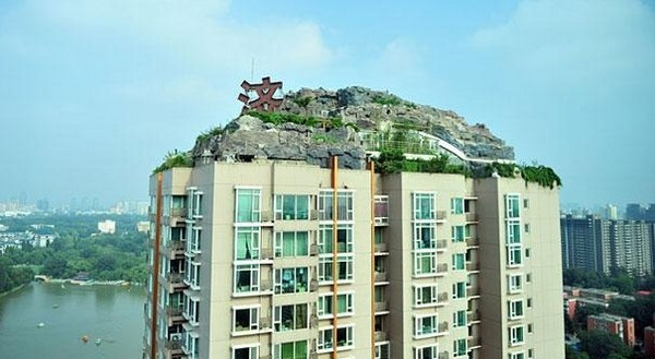 professor builds illegal mountain villa 03 Unbelievably   IIllegal Mountain Villa Atop 26 Story Building